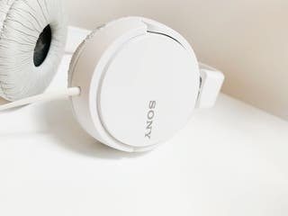 Cascos Sony blancos. Extensibles.