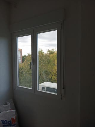 ventanas aluminio oscilovatientes con persiana