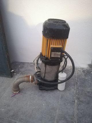 se vende bomba de agua como nueva