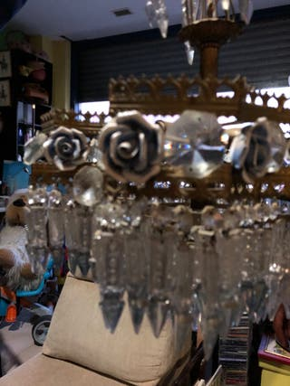 Lámpara antigua con candiles