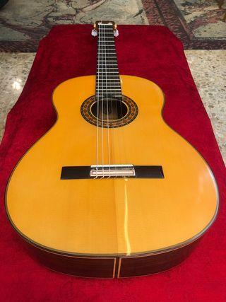 Guitarra hermanos conde media luna