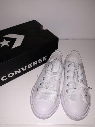 Converse NUEVAS cuero 28