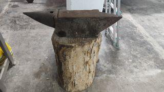 Yunque antiguo de 100kg para forja o herrería