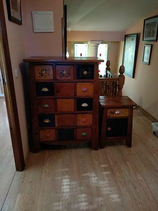 Cómoda y mesilla rústicas de madera