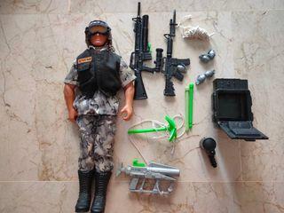 Muñeco Action Man metralla