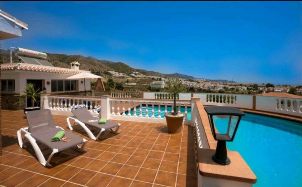 Villa de alquiler en Nerja piscina y 3 dormitorios (Nerja, Málaga)