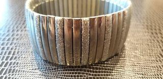 Pulsera de acero elástica