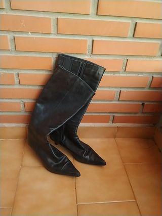 Botas punta piel negras