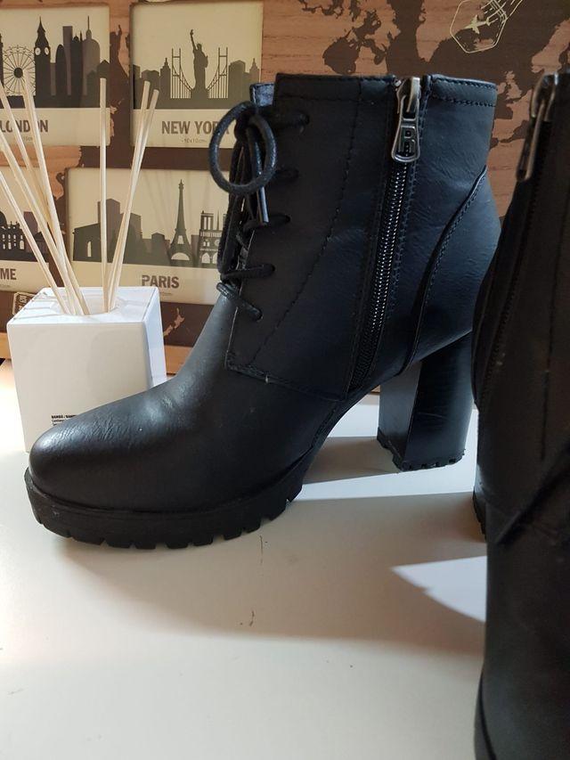 Lote de ropa y zapatos