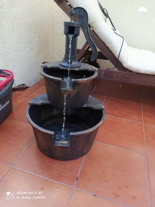 Fuente imitación bomba de pozo