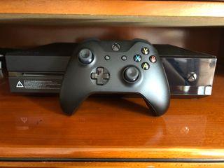 Xbox one 1TB + mando + 2 juegos