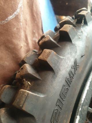 neumático para moto enduro al 80% delantero