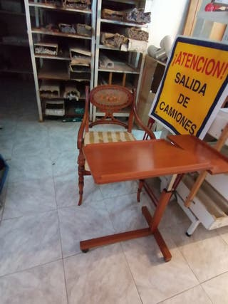Silla y pupitre antiguo