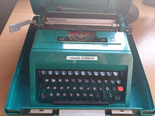Máquina Olivetti Studio 45