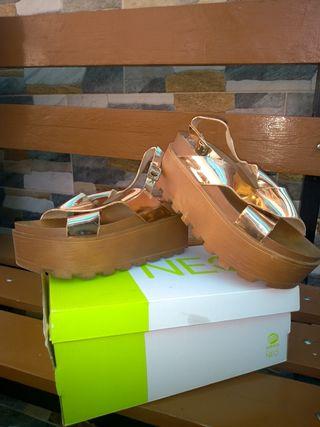 zapatos tipo sandalia