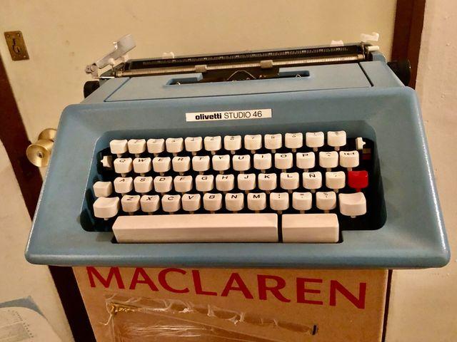 Máquina de escribir Olivetti Studio 46