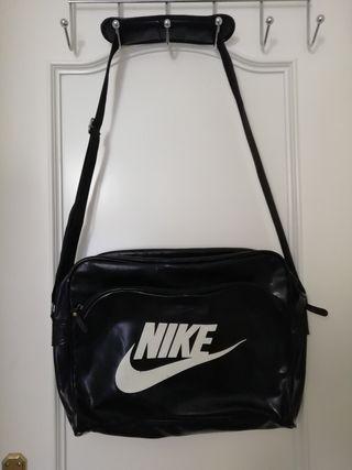 Bolso bandolera piel Nike.