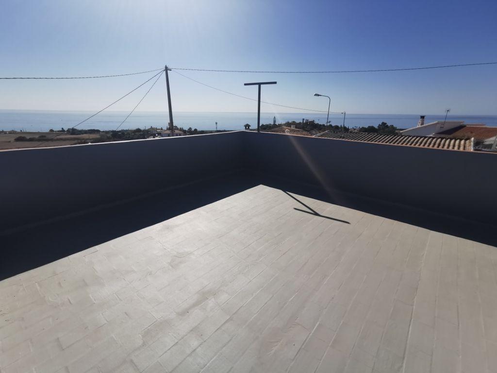 Casa en venta terraza a 1 minuto playa (Benajarafe, Málaga)