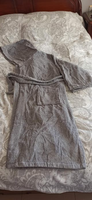Albornoz gris marca Corte inglés