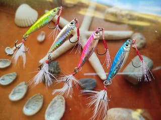 Jig Brillante Colores Triple Pluma + Assist Pluma