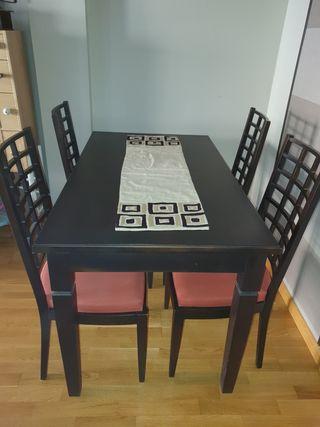 Juego de mesa y 4 sillas comedor