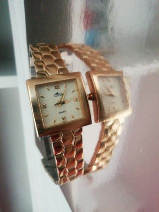 reloj bañado en oro