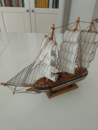Barco velero miniatura