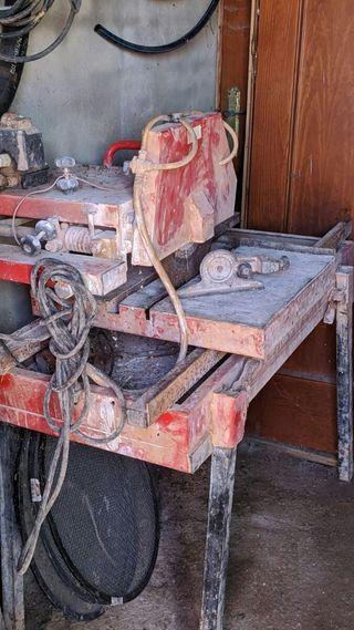 Maquina de corte de agua.