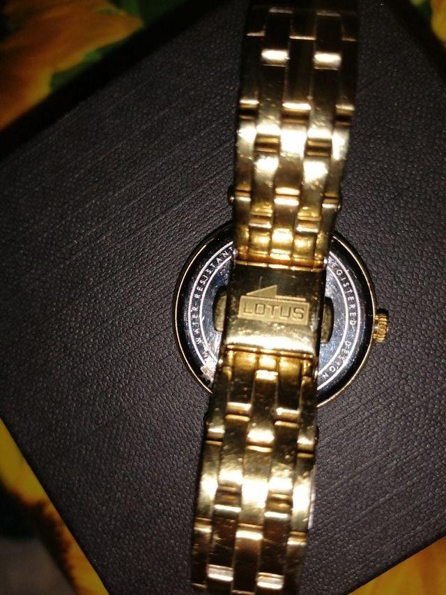 reloj oro lotus