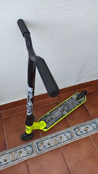 Patinete Freestyle con Grafitis + defensas