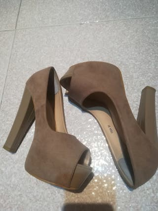 zapatos tacón ancho beige