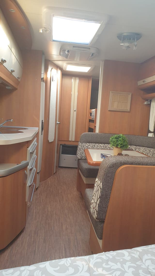 Caravana hobby 545kmf 2011
