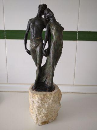 escultura equipo Miro bronce sobre piedra