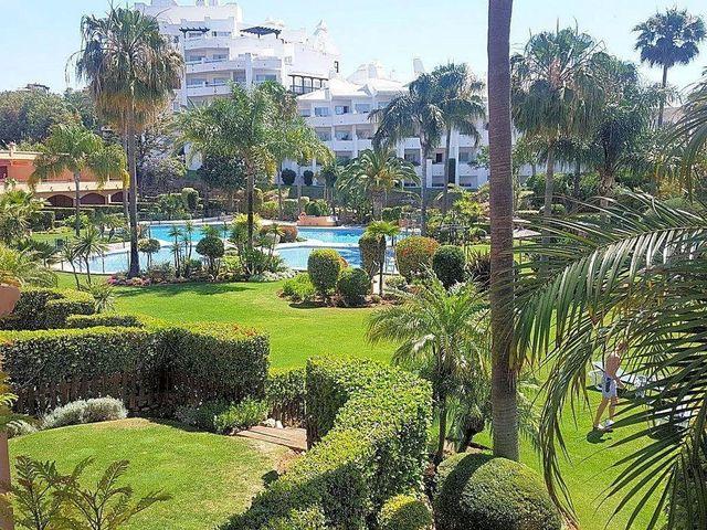 Piso en venta en Estepona Oeste - Valle Romano - Bahía Dorada en Estepona (Urbanización Puerto de Estepona, Málaga)