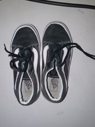 Kids Black Vans size UK 1.0/ EUR 32.0cm