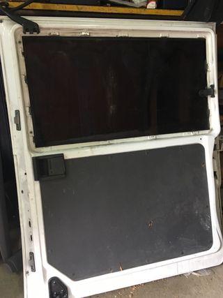 Puerta lateral Vito w638. Cristal roto