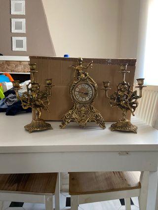 Conjunto de reloj y dos candelabros