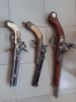 Pistolas ornamentales ,8€ cada una