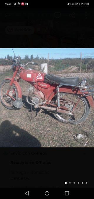 Moto antigua Guzzi Dingo