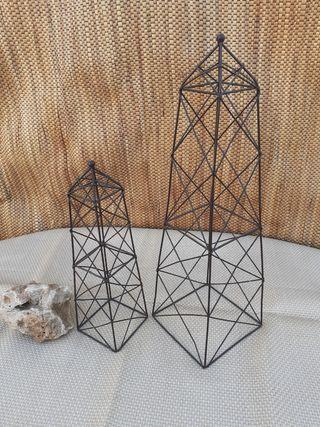 Obeliscos de metal
