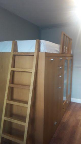 Cama armario dormitorio