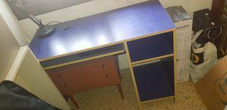 Pupitre azul Ikea.