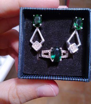 Conjunto de anillo y pendientes