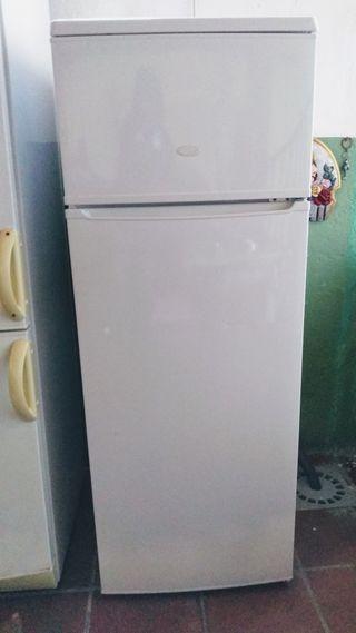 Nevera / frigorífico Icecoldcasi nueva, 1,45 alto