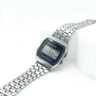 reloj gris