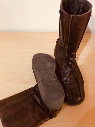 Botas planas marrones de piel, talla 39