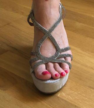 Sandalias con pedrería gris/plata sin uso