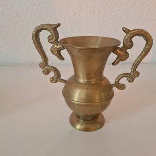 jarra de agua pequeño de cobre