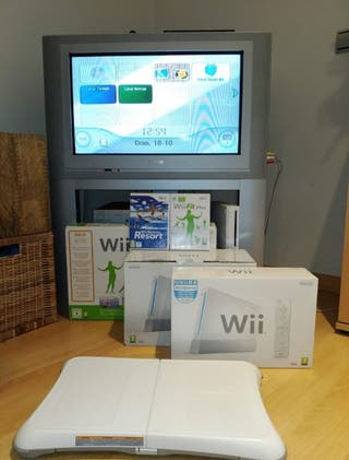 Consola Nintendo Wii + Wii Fit Plus (tabla y CD) +