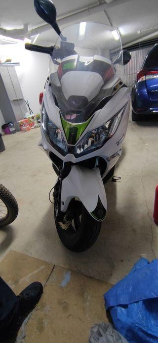Se vende Kawasaki J300